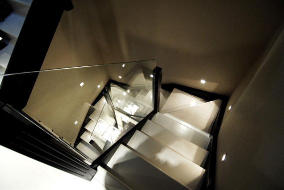 Escaleras con bañadores o empotrables de pared