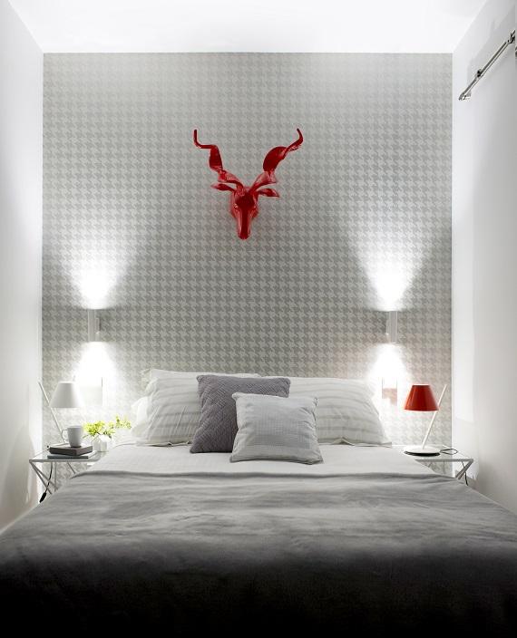 """Habitación con lámparas de sobremesa de Artemide """"La Petite"""""""
