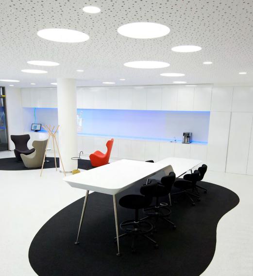 CSOB Bank. Praga, República Checa. Arquitectos: Atelier SAD, Adam Jirkal. Lighting Design: U1 lighting. Solución: MENO ROUND.