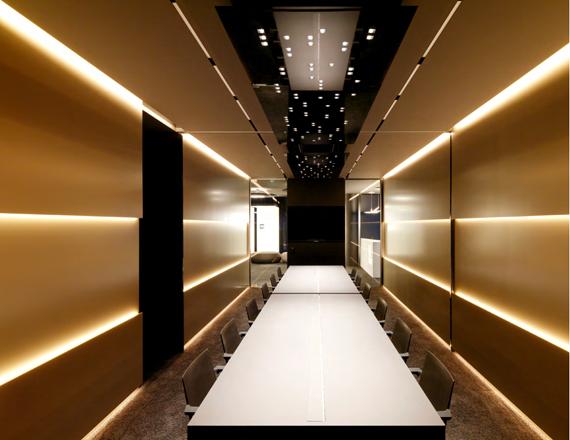 XAL Office. Vienna, Austria. Arquitecto: INNOCAD Architektur ZT GmbH. Graz, Austria. Solución: DOT SQUARE 1200X600 SUSPENDED.