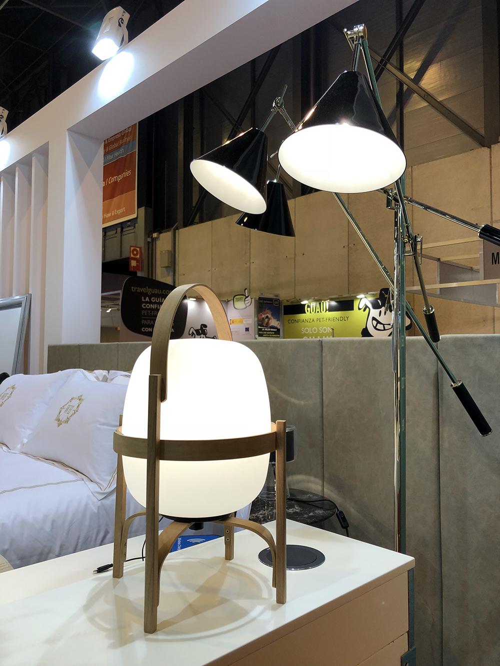 Lámparas Sinatra y Cestita en stand Coperama, cedidas por Oliva Iluminación. Fotografía: Daniel Cáceres.